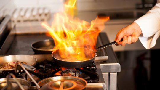 Imparare a cucinare: ecco il corso per chi cerca di acquisire le basi dell'arte culinaria